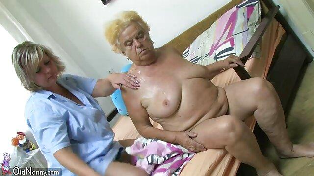 Ama asiática sexo gratis en latino y su esclavo de grandes tetas jugando con frutas
