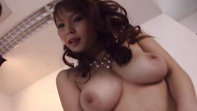 Adolescente tetona mamando a un chico al aire libre xxx amateur latino