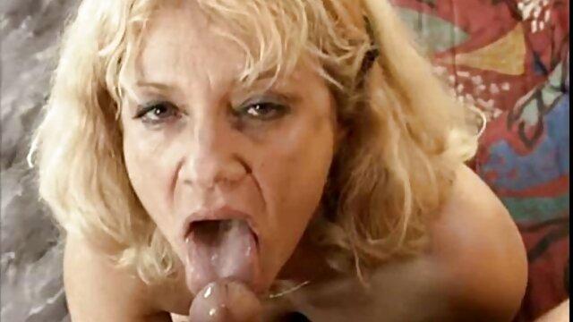 InnocentHigh Rubia tetas pequeñas nena Lea Lexis en el aula porno amatur latino sexo