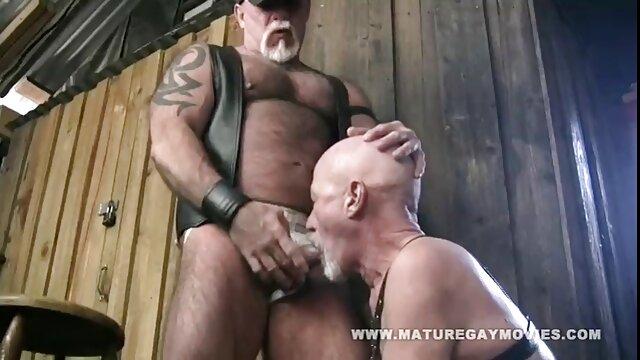 viuda negra frota su culo en cexo latino tu cara