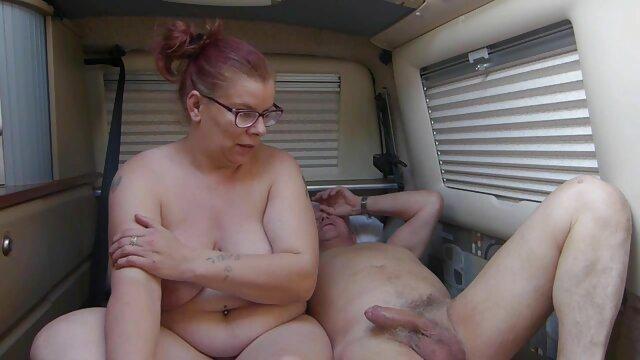 Polla tratada por dos enfermeras hispanas haciendo el amor sexys