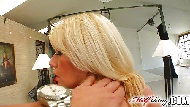 Anita Blond - Escena del sexo amateur latino dormitorio