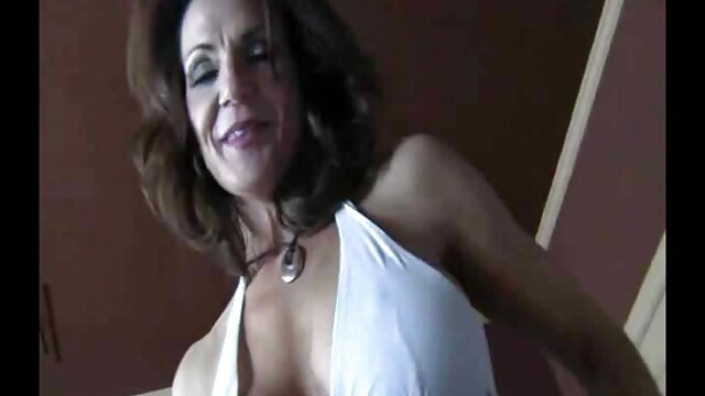 Charlotte adora ser una estrella trios caseros latinos porno
