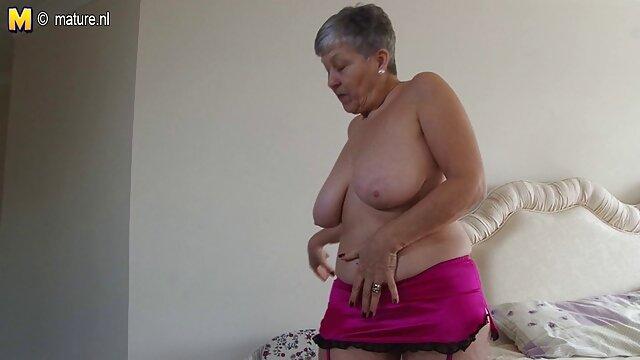 Nena negra delgada follada videos de sexo latino por una enorme polla blanca