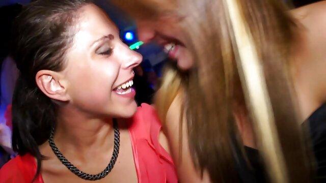 Dos chicas calientes tienen sexo por dinero español latino un sexo lésbico caliente