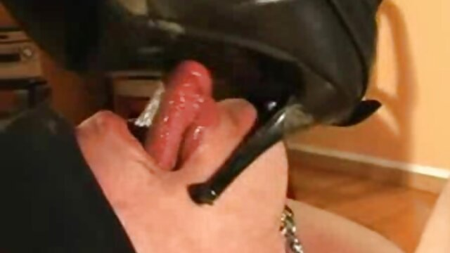Tenemos sexo anal con una tímida jovencita rubia. sexo latino hd