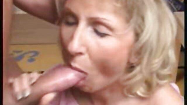 Zuzinka le enseña a una chica videos de sexo gratis en español latino cómo hacer sexo duro