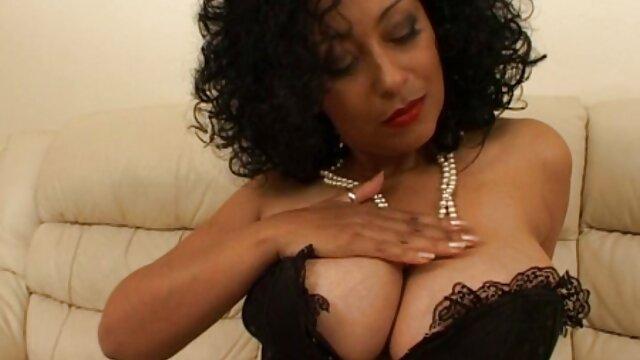 Inclinado sobre azotado y jodido sexo anal en español latino