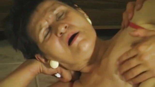 ¡No hay piedad para esta perra adolescente rellena de cine latino sex dp! Por: FTW88