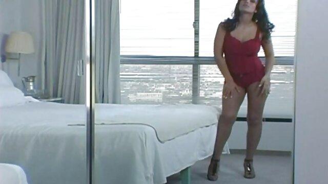 Chica sucia recibiendo la lengua videos de sexo gratis latino por el culo